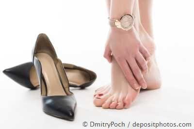Hohe Schuhe und schmerzende Füße - so kann Hallux valgus entstehen